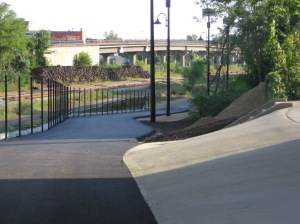Franklin St/8th St access path